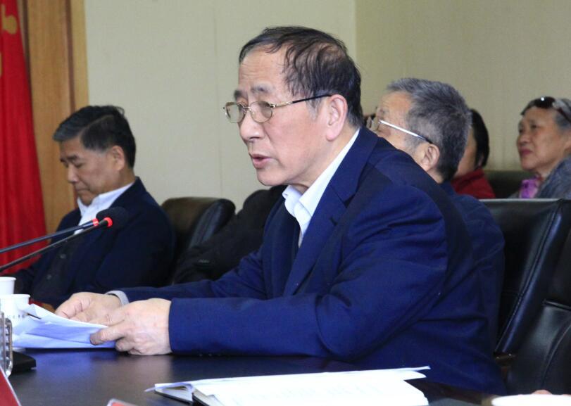吴天祥为省委老干部局离退休干部党支部讲党课