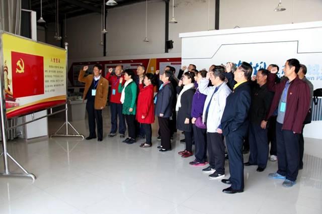 省物价局组织部分离退休党员干部走进大柴湖开展学习教育活动